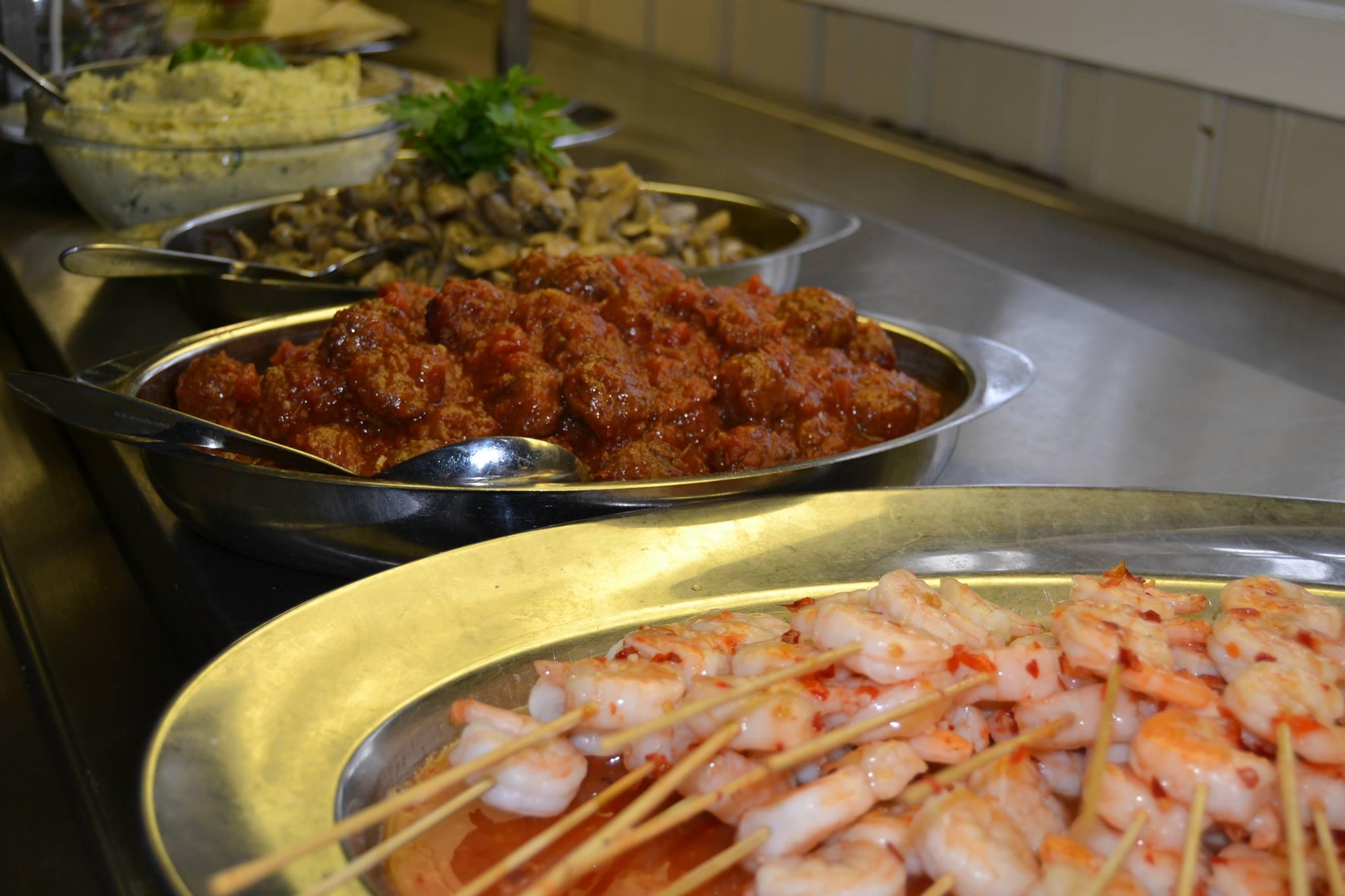 Selskapsmat reker og spanske kjøttboller