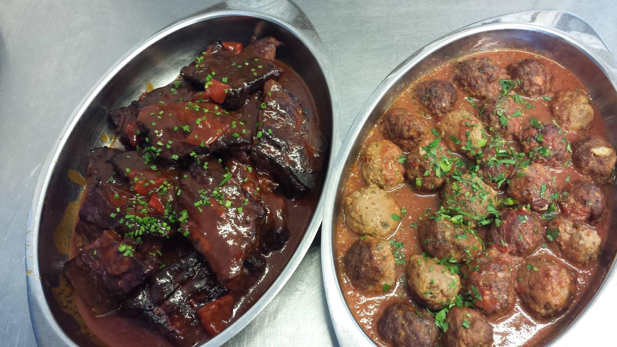 Kjøttkaker og biff i saus
