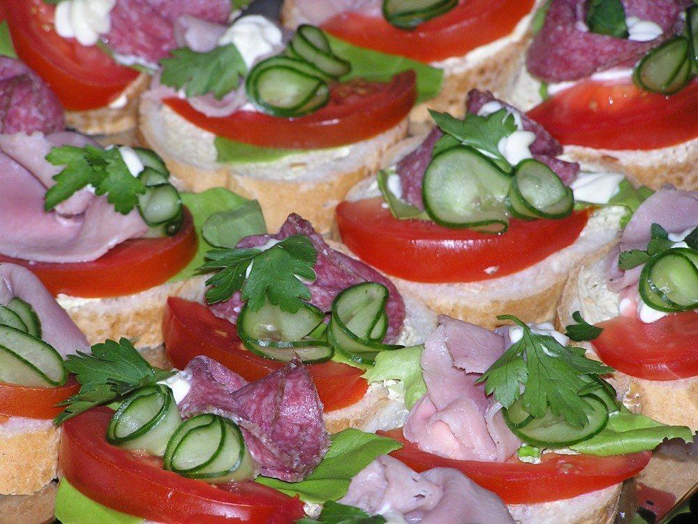 Snitter med salami agurk og tomat